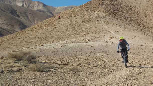 מבחן אופניים ברגמונט טריילסטר 7.0 PLUS. צמיגים רחבים, קיט אביזרים חכם ושלדה עם מהלך ארוך וזריזות תמרון נאה. המחיר 15,300 שקלים. צילום: רוני נאק