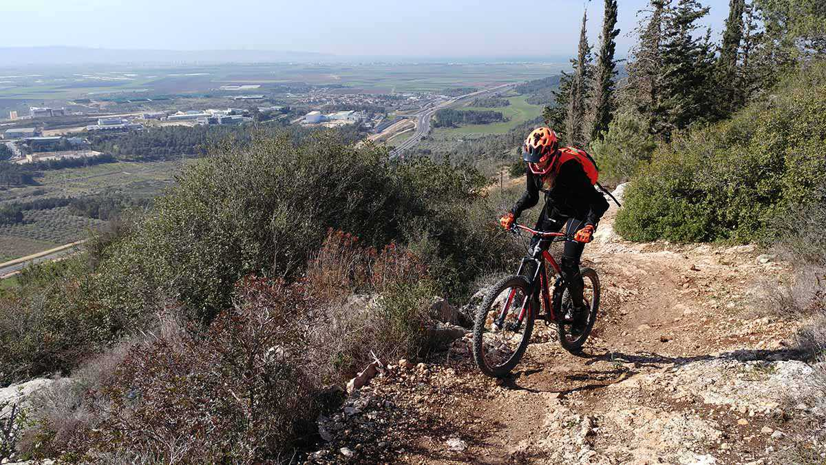 טיול אופניים סינגל אחיהוד. 22 קילומטרים מענגים של יער, נוף ורכיבה. צילום: רוני נאק