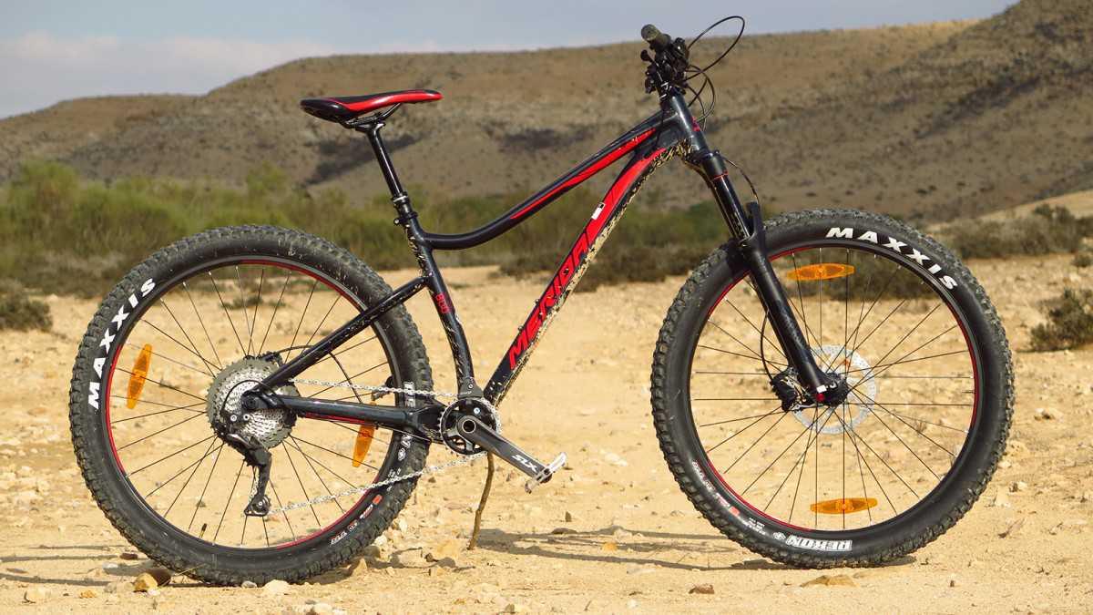מבחן אופניים מרידה ביג טרייל 800. שלדה עליזה עם זנב קשיח ומבנה מוצק, צמיגי 27.5 פלוס ויכול לייצר המון חיוכים. אופני פאן ושיחרור אגרסיות. צילום: רוני נאק