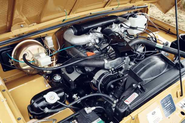 """רינג' רובר קלאסיק נולד מחדש במפעל לנד רובר. מנוע 8V מקורי עם 132 כ""""ס ו-25 קג""""מ. צילום: לנד רובר"""