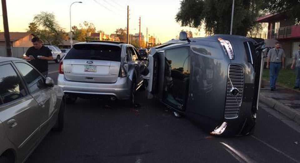 מונית UBER אוטונומית התהפכה באריזונה בעקבות פגיעה של פורד אדג'. צילום: ANN