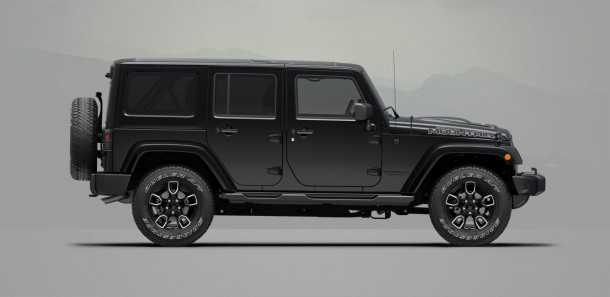 2017-jeep-wrangler-smoky-mountain- גרסה בסיסית בהגדרה ובכל זאת עם חישוקי גלגלים גדולים ומכסה מנוע מגובנן. צילום: ג'יפ