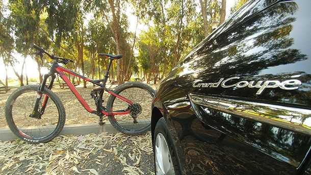 בייקמוביל רנו מגאן גרנד קופה. 134 אלפי שקלים ויש לכם לוגמת סולר חסכונית ויעילה להובלת אופניים למרחקים ארוכים. צילום: רוני נאק