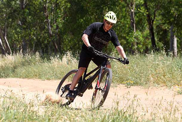 מבחן אופניים פוקוס O1E איבו. שלדת פול קארבון, איבזור נאה ויכולת לכסות קילומטרים במהירות וקלות. המחיר: 17 אלף שקלים. צילום: פז בר