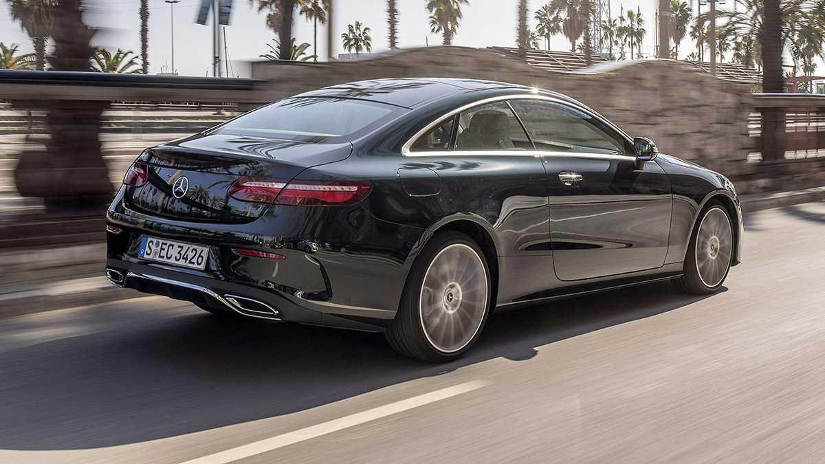 נהיגה ראשונה במרצדס E קופה החדשה. מכונית מרשימה מאד בשילוב של איכויות ופינוק, דינאמיות ומערכות בטיחות. המחיר מתחיל מ-500 אלף שקלים. למי שכבר יש את הכל. צילום: מרצדס