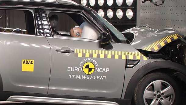 מיני קאנטרימן מקבלת גם היא 5 כוכבי בטיחות בזכות קשיחות תא הנוסעים. צילום: NCAP