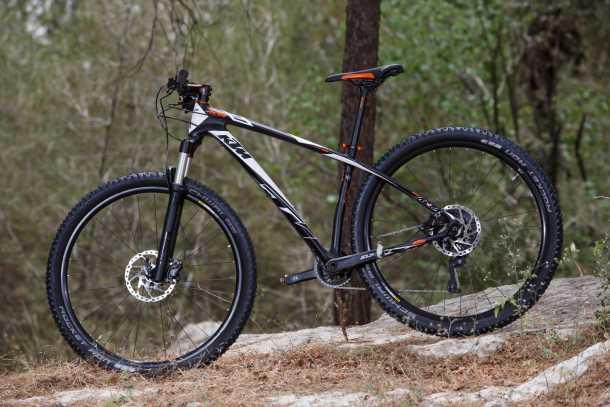 מבחן אופניים KTM AERA. אופני מרתון מהירים וקלילים עם שלדת קרבון ומחיר של 9,500 שקלים. צילום: תומר פדר
