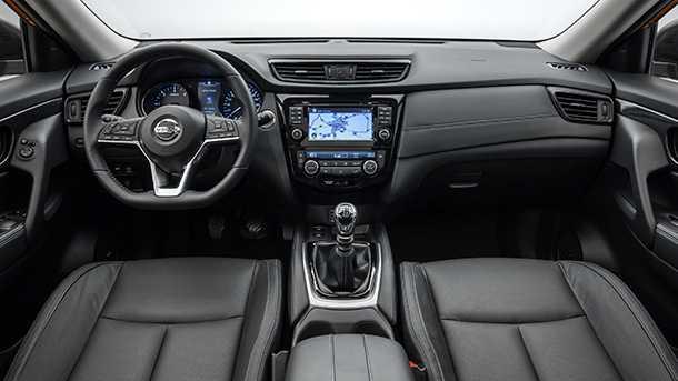 ניסאן אקסטרייל מתעדכן לקראת 2018. שיפורים באיכות תא הנהג וגלגל הגה קטום. צילום: ניסאן