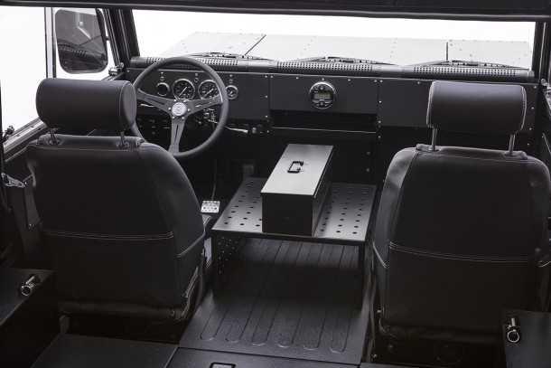 בולינג'ר B1 - רכב שטח חשמלי וקשוח לאללה - יוצא לשוק ממיזם ניו יורקי יאפי למדי. צילום: בולינג'ר