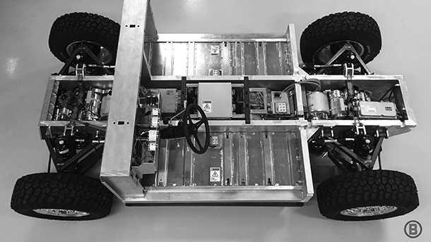 שלדת רכב שטח חשמלי - שני מנועים והמון סוללה. צילום: בולינג'ר