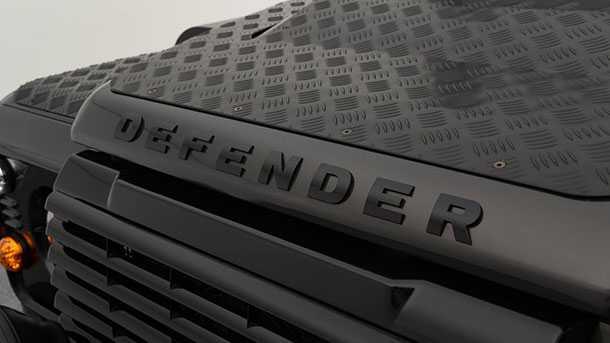 לנד רובר דיפנדר סטארטק - שיפורים כמו שהגרמנים יודעים לעשות. צילום: סטארטק