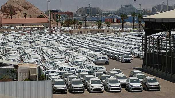 75 אלף מכוניות מחכות לקונים בנמלי הים ושטחי הבונדד של יבואני הרכב. צילום: רוני נאק