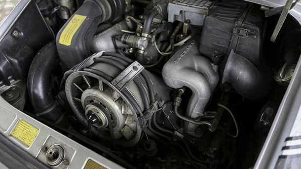 """הזדמנות נדירה לשים יד על פורשה 911 נדירה שעברה הסבה לשטח. 250 כ""""ס ממנוע מקורר אוויר צילום: iconcars"""