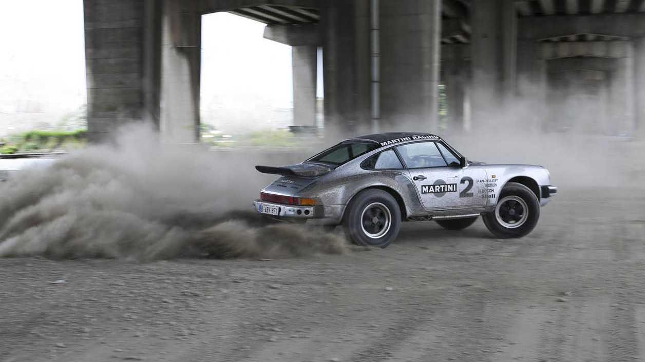 הזדמנות נדירה לשים יד על פורשה 911 נדירה שעברה הסבה לשטח. צילום: iconcars