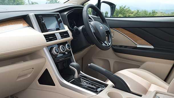 מיצובישי אקספנדר - מיניוואן פלוס רכב פנאי שווה הדבר הזה. צילום: מיצובישי