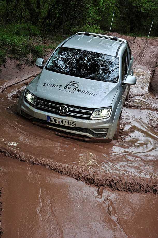 לאפריקה עם פולקסווגן אמארוק V6. יהיה חזק. כאן במחנה המיונים צילום: VW