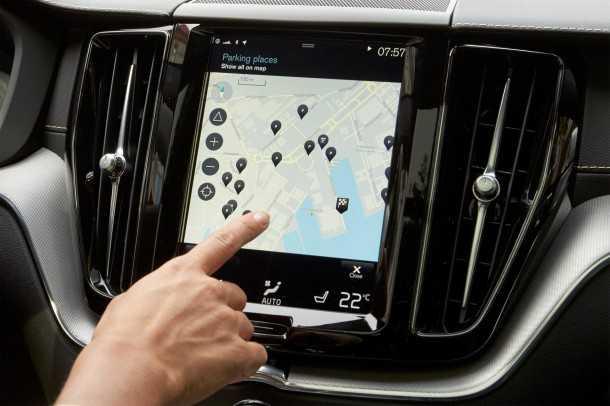 וולוו XC40 בדרך לחשיפה בודקים את אפליקציית איתור החניה. צילום: וולוו