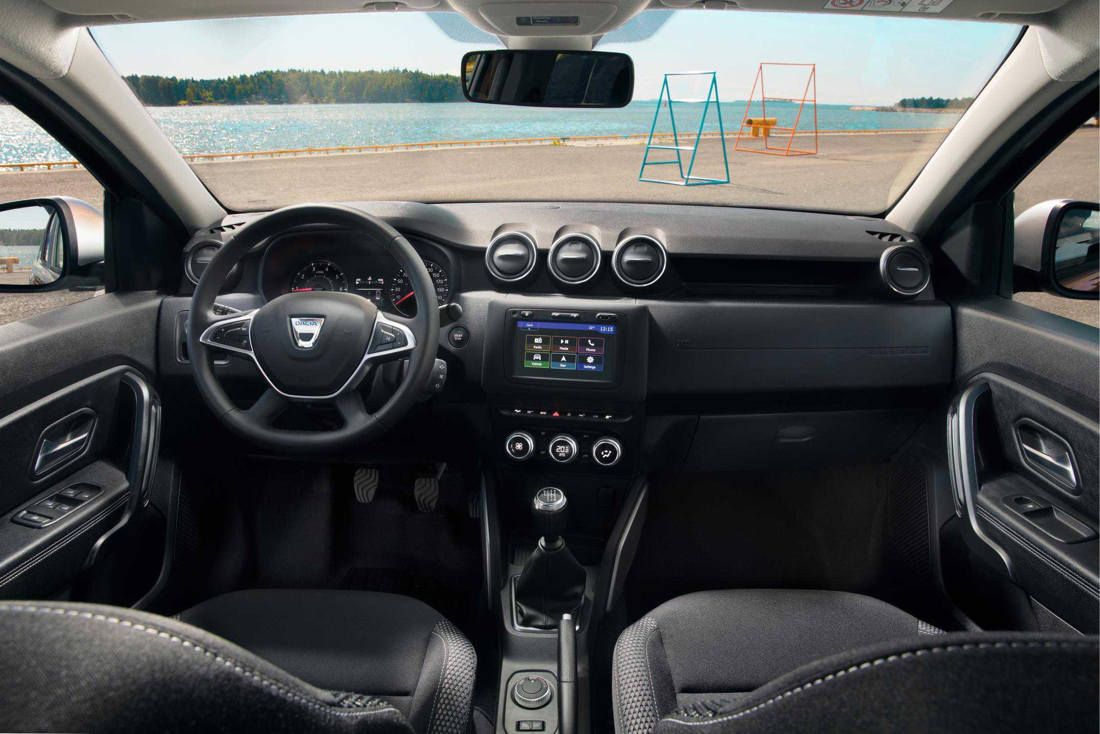 תא הנהג של דאצ'יה דאסטר החדש. לפי היצרן מדובר בשיפור מהותי בחומרים ותוספת של איבזור נוחות. צילום: דאצ'יה