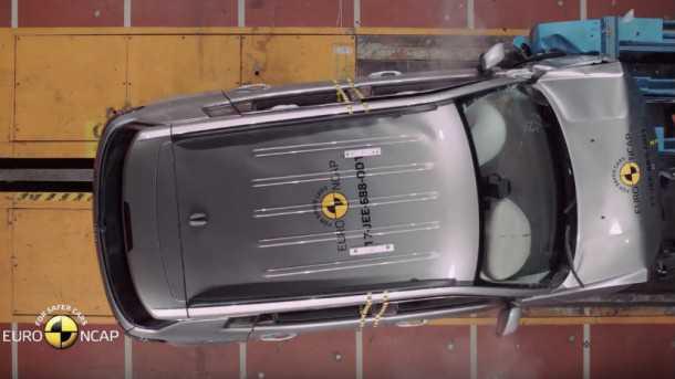 מבחני ריסוק NCAP. ציון מופחת לקיה ללא מערכות בטיחות מקוריות. מגמה מתחזקת? כאן ג'יפ קומפאס חדש מתרסק. צילום: NCAP