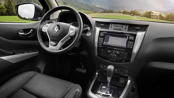 טנדר רנו אלסקן מתחיל שיווק לשוק האירופאי - תא הנהג מאובזר ברוח מותג רנו. צילום: רנו