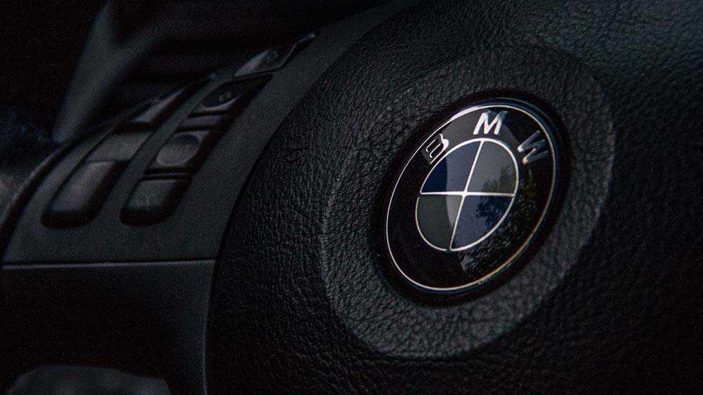 נציגי האיחוד האירופאי פושטים לראשונה על משרדי יצרן רכב בפרשת הקרטל. צילום: ב.מ.וו