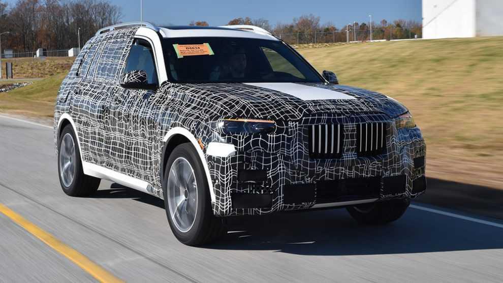 הוא גדול ויש לו גריל. ב.מ.וו מתחילה בקדם-יצור של X7 - SUV עם 7 מושבים. צילום: ב.מ.וו