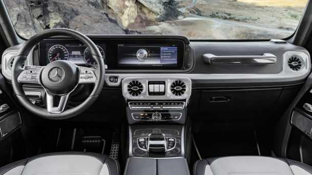 זה תא הנהג של מרצדס G קלאס החדש - מודרני ומרשים מקודמו וכולל את כל איבזור הנוות והבטיחות שמצפים לו כיום. צילום: מרצדס