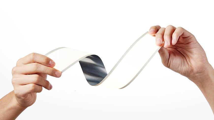 LG מתחילה ביצור של משטחי תאורה גמישים OLED לתעשיית הרכב. ראשונה לאמץ היא מרצדס. צילום: LG
