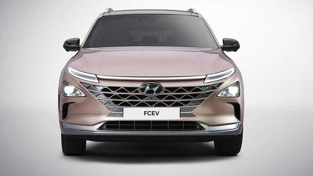יונדאי מתאמצת מאד להצטייר כמובילה טכנולוגית - מציגה רכב עם הנעת תאי דלק בתערוכת CES. צילום: יונדאי