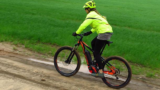 מבחן אופניים ק.ט.מ לייקן חשמליים במחיר מופחת ומונגש. צילום: רוני נאק