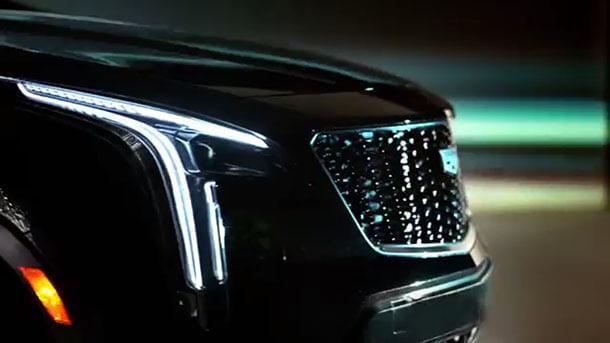טיזר לרכב פנאי קטן חדש של קאדילק - XT יתחרה במרצדס GLA וכנראה שיהיה גם היברידי. צילום: קאדילק