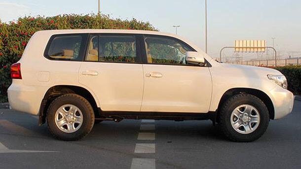חוששים מהתדרדרות איזורית? אולי תעברו לרכב משוריין? טויוטה לנדקרוזר 200 היא בסיס פופולארי למדי להסבה. צילום באדיבות www.bastion-hls.com