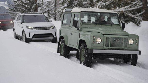בדרך ללנד רובר דיפנדר חדש - אמן פיסול בשלג פלוס הפקה לא קטנה מרמזים על לנד רובר דיפנדר החדש. צילום: לנד רובר