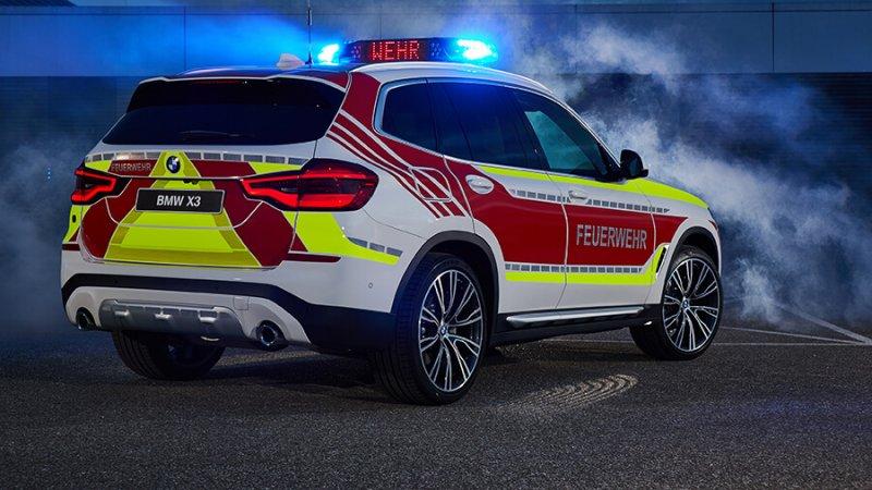 זה ב.מ.וו X3 חדש אשר הוסב לרכב פיקוד ללוחמי האש וגם כתגובה רפואית מהירה. צילום: ב.מ.וו