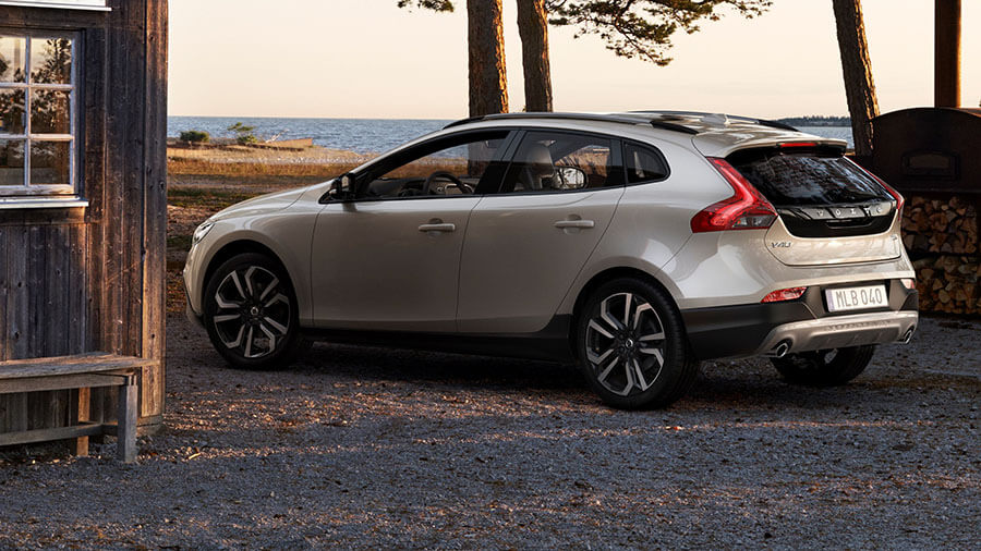 עם תג מחיר של כ-215 אלפי שקלים וולוו V40CC היא המכונית הכי פחות יקרה עם דרגת בטיחות 8. צילום: וולוו