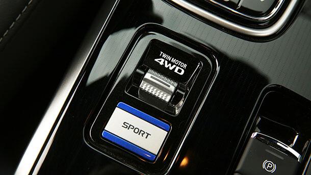 השקה מיצובישי אאוטלנדר PHEV - יותר טווח, יותר איבזור וחווית נהיגה משופרת - מיצובישי אאוטלנדר עובר להוביל את מותג מיצובישי לעתיד. צילום: רוני נאק