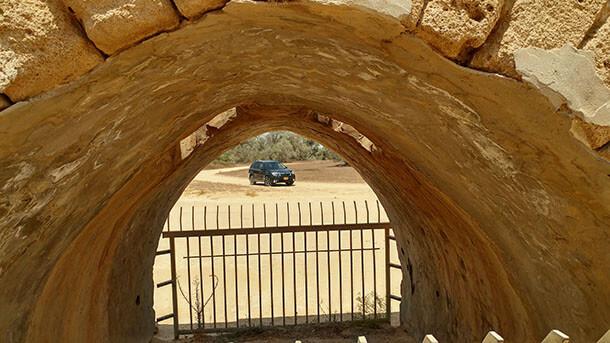 מחפשים את הבאר בלב הנגב עם סובארו פורסטר SX החדש - יכולת משולבת נפלאה בכביש ובשטח לחבילה רבת יכולת. צילום: שטח