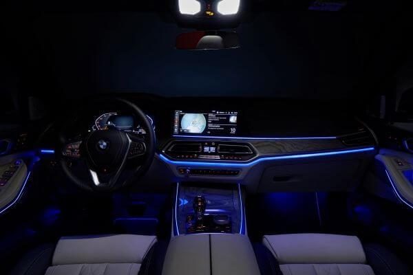 ב.מ.וו X7 סדרתי ראשון. קוקפיט ווירטואלי עם הפעלה קולית, מתלי אוויר אקטיביים, הנעה כפולה וכמובן 7 מושבים. עוד אין רמז להנעה היברידית - בינתיים. צילום: ב.מ.וו