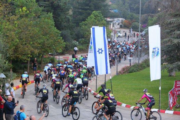 פורד אפיק ישראל 2018 - 600 רוכבים מזנקים לדבוקה צפופה מאד שבהמשך גם יצרה פקקים מתסכלים. צילום: תומר פדר