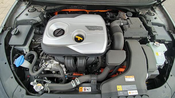 יונדאי סונטה היברידית - מכונית מנהלים עם ביצועים, פאר ופינוקים לצד מערך בטיחות אקטיבי מתקדם וחסכון מרשים בדלק. המחיר החל מ-164,900 שקלים. צילום: שטח