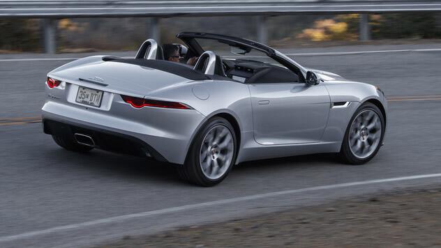 מכוניות נפלאות כמו היגואר f-type הזו עשויות להיעלם מהיצע יגואר - אם השמועות למעבר כולל לחשמל אכן נכונות. צילום: יגואר