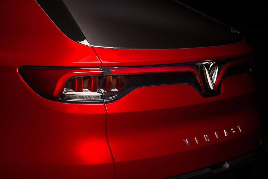 יצרנית הרכב הויאטנמית וינפאסט ניצלה את תערוכת הרכב המתקיימת בימים אלה בפריז כדי לחשוף את רכב הכביש שטח הראשון שלה, שנקרא פשוט SUV. מפרט אין, אך דייויד בקהאם יש