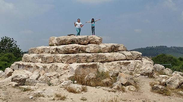 אל מערות הזחילה של חברות מדרס ובורגין. מקום מלהיב להעביר בו חצי יום. הפירמידה היחידה בישראל צילום: רוני נאק