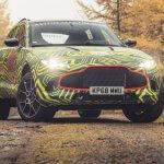 """אסטון מרטין מתחילה ניסויי """"עולם אמיתי"""" עם אב טיפוס של רכב הפנאי החדש DBX. בקרוב החשיפה הרשמית וצילומים מהדיונות של דובאי. צילום: אסטון מרטין"""