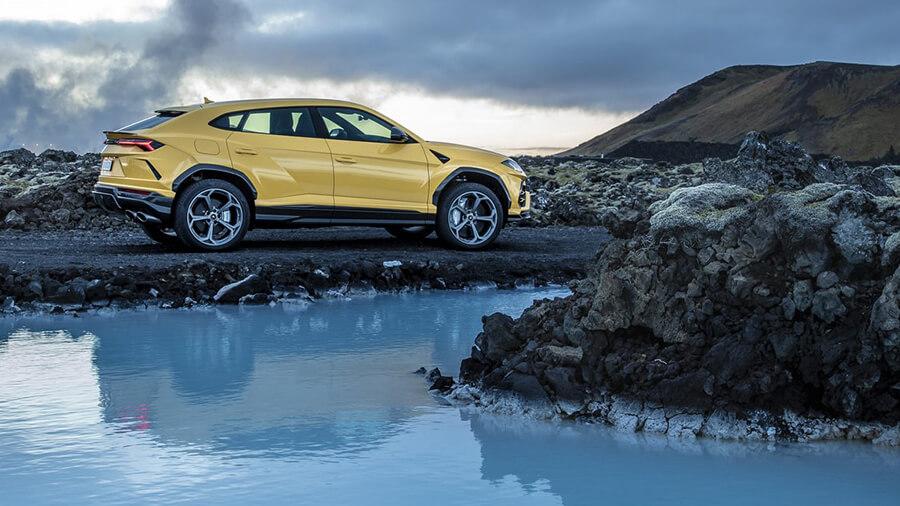 כמו איסוזו צ'אנלנג' אבל אחרת - למבורגיני אורוס בשיירה יקרה במיוחד באיסלנד. צילום: VW
