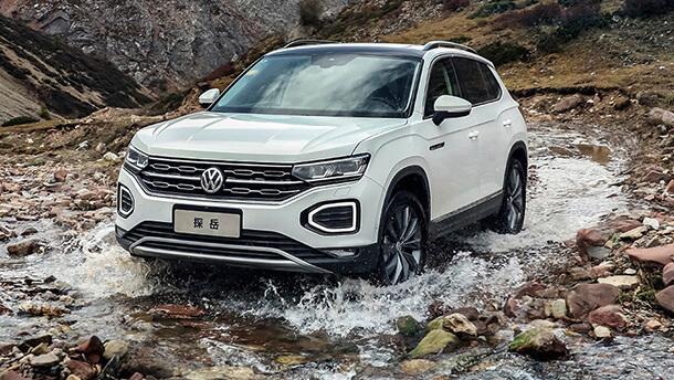פולקסווגן מציגה לראשונה שני SUV המיועדים בלעדית לשוק הסיני. ת'ארו הכחול וטיירון שבצילום מעל. צילום: VW