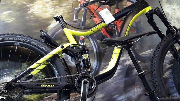 בלאק פרידיי לאופניים - אופני אנדורו של ג'יאנט - המחיר מעניין מאד. צילום: איתי בלי די