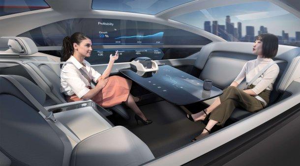 זה וולוו 360C אשר מבטא את החזון של וולוו לגבי תחבורה עתידית נטולת נהיגה. כאן בתצורת משרד. צילום: וולוו