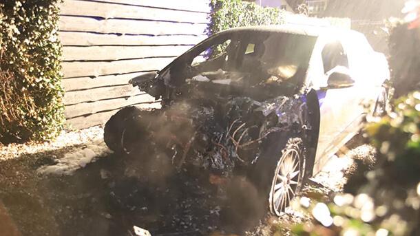אחרי ריבוי מקרי שריפות ברכבי טסלה החשמליים נרשם הלילה מקרה התלקחות של יגואר IPACE בהולנד - העניין בחקירה. צילום: FB