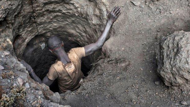 """ממשלת קונגו הכריזה על קובלט כ""""משאב אסטרטגי"""" וגובה בשל כך מס נוסף על הפקתו. צילום: FT"""